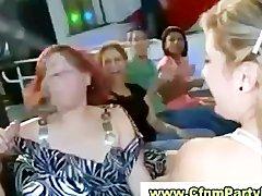 minet-striptizeru-na-devichnike-sperma-vitekaet-iz-vlagalisha-zhenshin-video